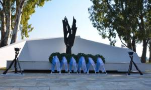 Κατάθεση στεφάνων στο Μνημείο Πεσόντων Αεροπόρων στην Βάση Δεκέλειας (pics)