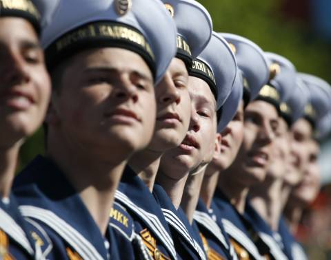 Ρωσία: Παρέλαση για την Ημέρα Στρατιωτικής Τιμής  (video)