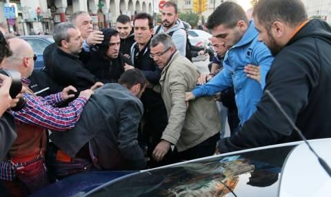 Ξυλοκόπησαν βουλευτή της Χρυσής Αυγής σε συλλαλητήριο Ποντίων (vid)