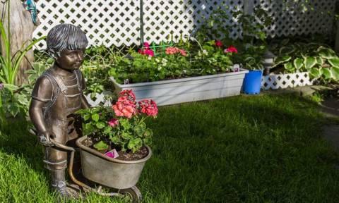 Πανικός στο διαδίκτυο: Δείτε το φρικιαστικό πλάσμα που βρήκε στον κήπο της! (photo)