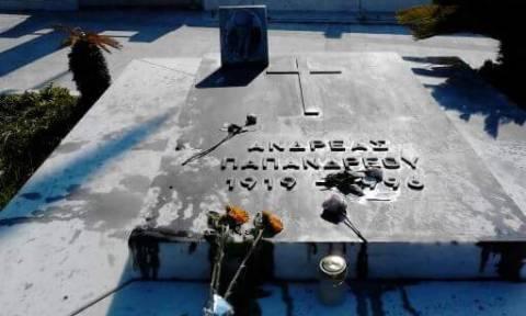 Άγνωστοι βεβήλωσαν τον τάφο του Ανδρέα Παπανδρέου