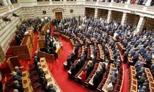 Βουλή: Επικυρώθηκαν οι περιστολές προνομίων σε πρώην πρωθυπουργούς, προέδρους του Κοινοβουλίου