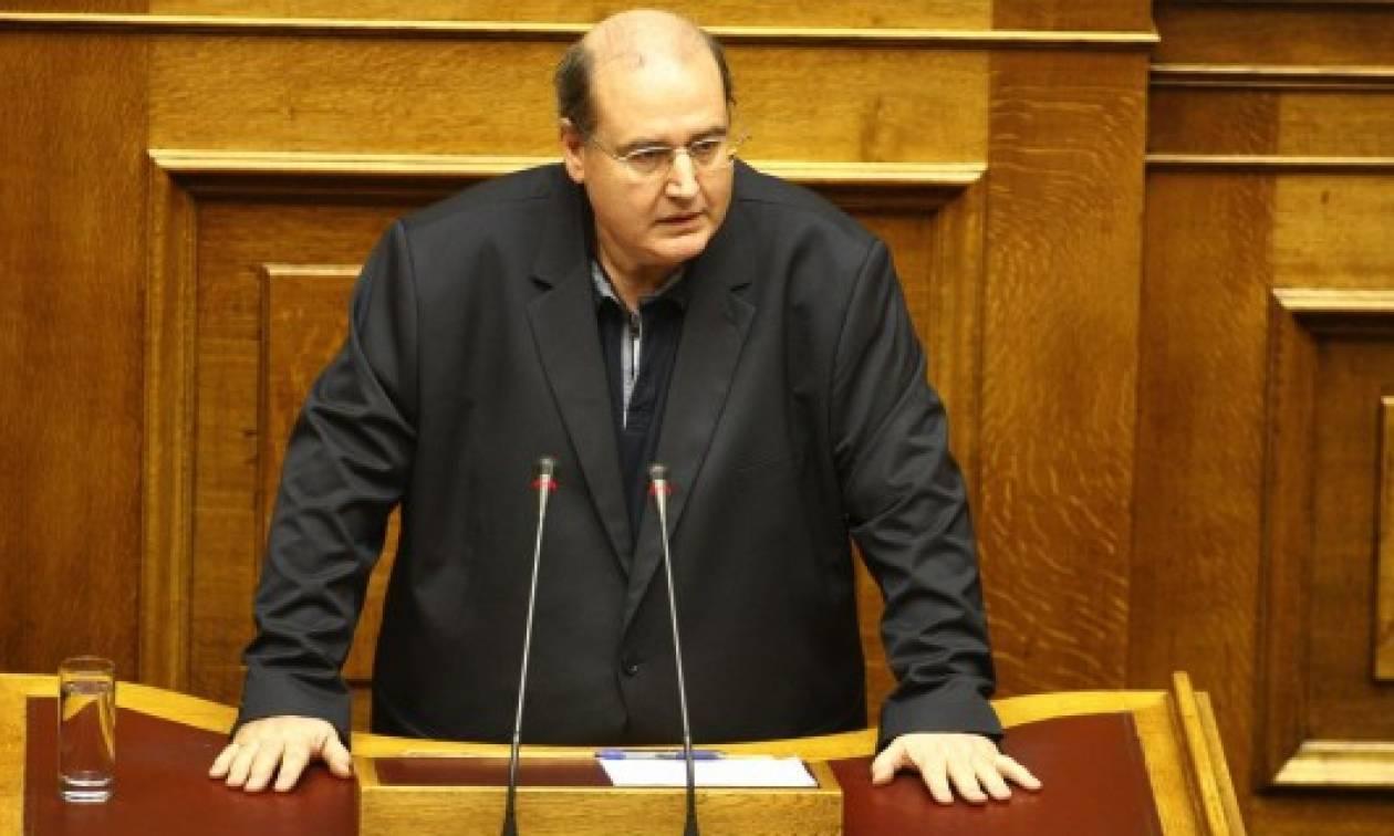 Βουλή: Κατάργηση της ΠΝΠ για το «μαθητικό ιδιώνυμο» προανήγγειλε ο Φίλης