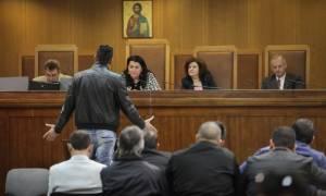 Μάρτυρας στη δίκη της Χρυσής Αυγής: «Άλλους μας ζήτησαν να συλλάβουμε κι άλλους προσάγαμε»