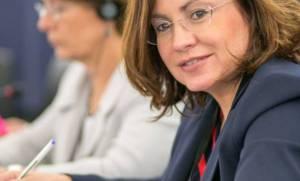 Σπυράκη: «Κοράκια» των stress funds έχουν παρεισφρύσει στην κυβέρνηση