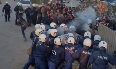 Ιωάννινα: Δακρυγόνα και προσαγωγές σε επεισόδια έξω από εργοστάσιο (photos)