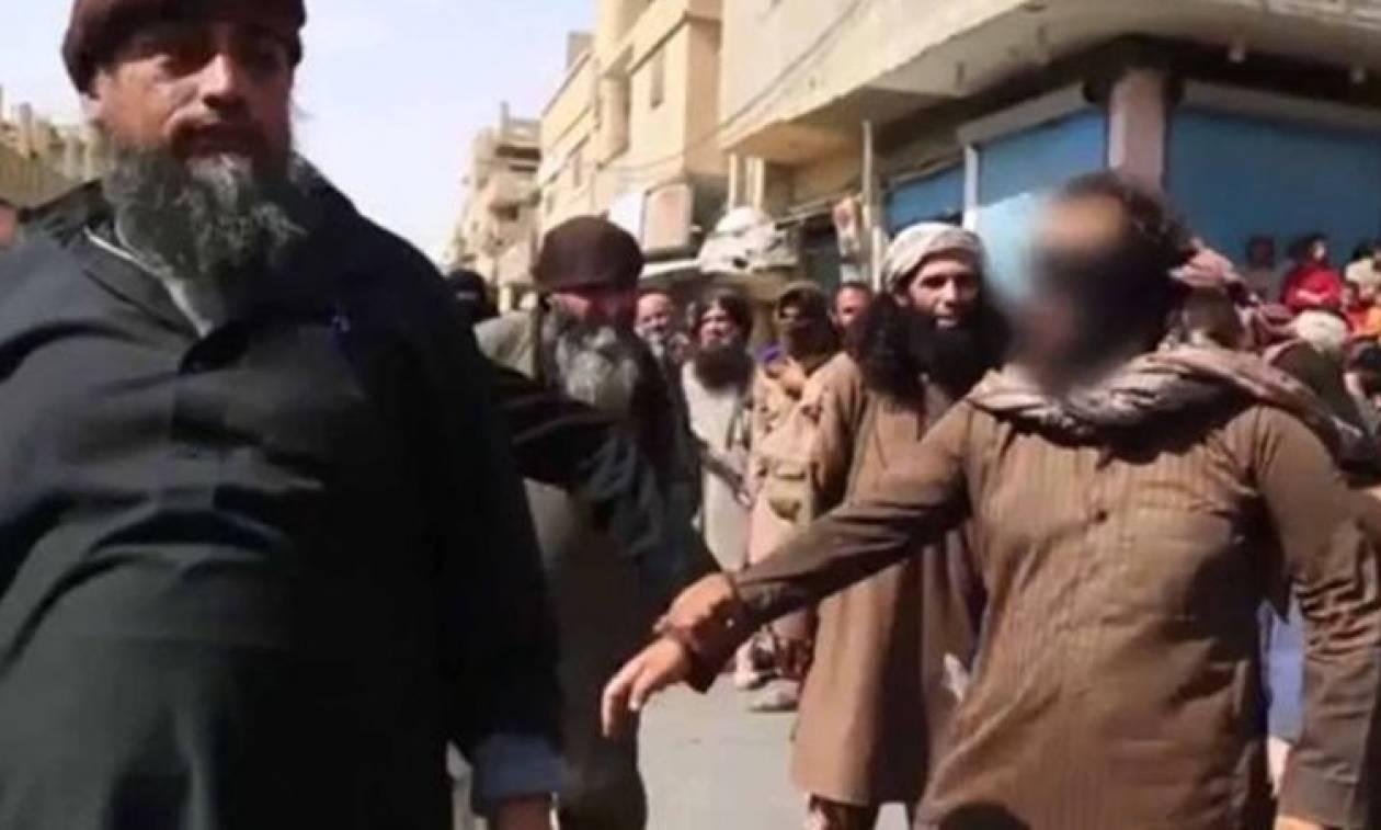 Πολύ σκληρές εικόνες: Τζιχαντιστές κόβουν παραδειγματικά το χέρι κλέφτη (video+photos)