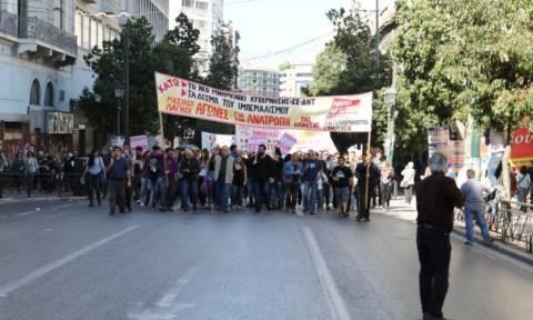 Απεργία: Ολοκληρώθηκαν τα συλλαλητήρια στην Αθήνα - Επεισόδια στο Σύνταγμα (photos-video)