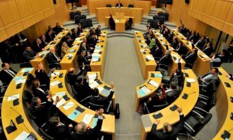 Πώληση δανείων σε τρίτους ενέκρινε η Κυπριακή Βουλή