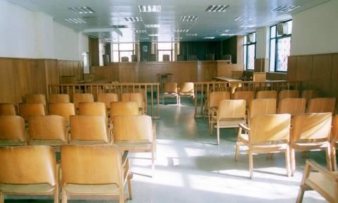 Στάση εργασίας των δικαστικών υπαλλήλων της πρώην Σχολής Ευελπίδων