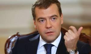 Επιθέση Παρίσι - Μεντβέντεφ: Η διεθνής κοινότητα πρέπει να ενωθεί κατά της τρομοκρατίας