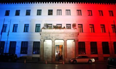 Καμίνης: Το μυαλό και η καρδιά μας είναι στο Παρίσι - Στα χρώματα της Γαλλίας το Δημαρχείο (βίντεο)
