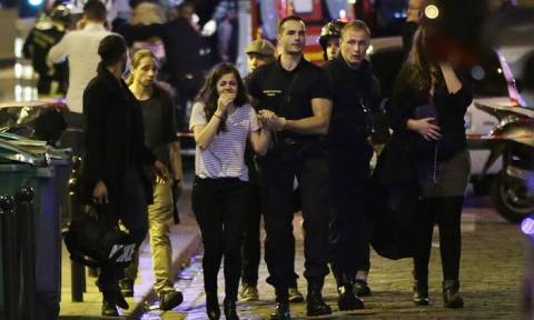 Επίθεση Γαλλία: Οι U2 τίμησαν τα θύματα του Μπατακλάν - Ακύρωσαν την περιοδεία τους οι Foo Fighters