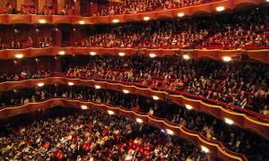 Με τη Μασσαλιώτιδα ξεκίνησε η Μετροπόλιταν Όπερα την παράστασή της (video)