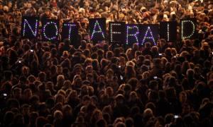 Επίθεση Γαλλία: Φόβος και σύγχυση σε ένα άδειο Παρίσι (vid)