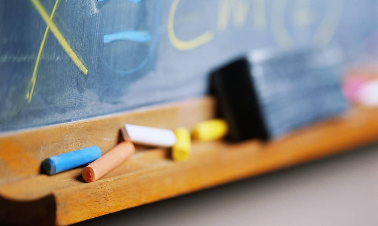 Συνελήφθη επ' αυτοφώρω επιδειξίας έξω από σχολείο – «Σύχναζε» σε παιδικές χαρές