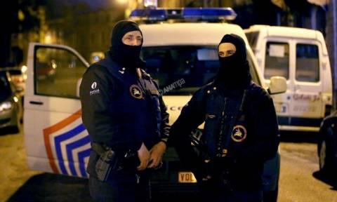 Επίθεση Γαλλία: Έρευνες στην κοινότητα Μόλενμπικ των Βρυξελλών