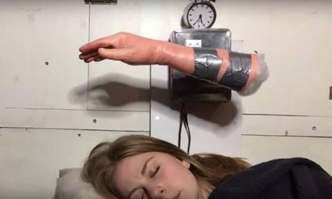 Αυτή η γυναίκα έφτιαξε το απόλυτο ξυπνητήρι! (video)