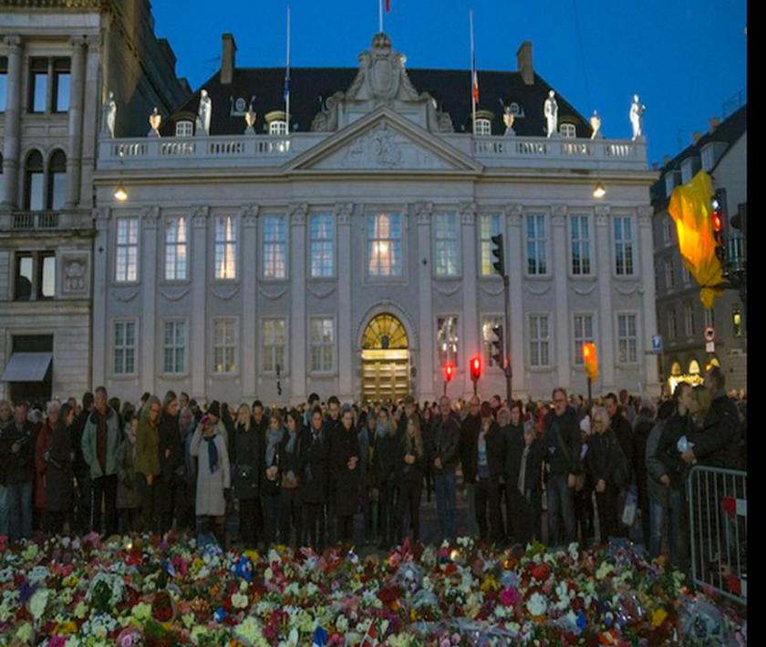 Η Ευρώπη θρηνεί τα θύματα των επιθέσεων-20.000 άτομα στους δρόμους της Κοπεγχάγης (pics)