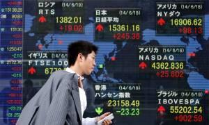 Στο κόκκινο το Τόκιο λόγω ύφεσης και επιθέσεων στο Παρίσι