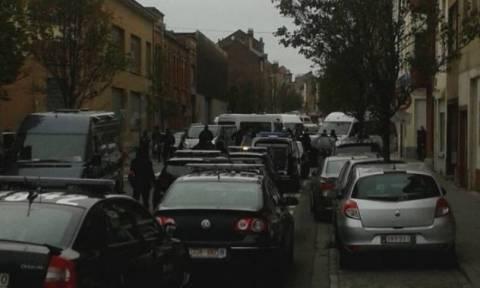 Επίθεση Γαλλία: Έφοδος αστυνομικών σε λημέρι τζιχαντιστών στις Βρυξέλλες (video)