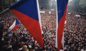 Τσεχία: Ενισχύονται τα μέτρα ασφαλείας στην Πράγα ενόψει της επετείου της Βελούδινης Επανάστασης