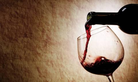 ΥΠΟΙΚ: Σχεδιάζει νέο φόρο - «καπέλο» 30 λεπτών σε κάθε φιάλη κρασί!