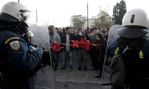 Επέτειος Πολυτεχνείου: Φραστική επίθεση κατά Λαφαζάνη- Στρατούλη στην πλατεία Κλαυθμώνος