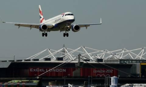 Συναγερμός σε πτήση της British Airways: Επιβάτης προσπάθησε να ανοίξει έξοδο κινδύνου