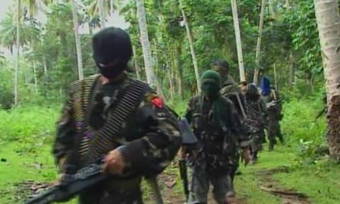 Σοκ: Φανατικοί ισλαμιστές στις Φιλιππίνες αποκεφάλισαν Μαλαισιανό