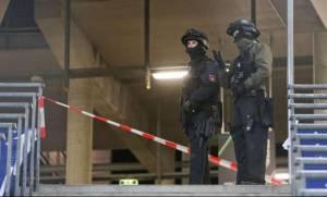 Επίθεση Παρίσι: Ο Σόιμπλε δεν αποκλείει ένοπλες δυνάμεις στο εσωτερικό της Γερμανίας