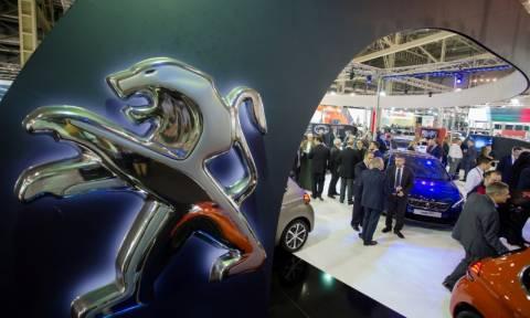 Έκθεση Αυτοκινήτου: Τι συμβαίνει στο περίπτερο της Peugeot; (Photos)