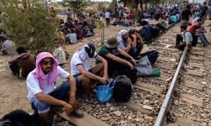 Οι Σκοπιανοί χτίζουν φράχτη για τους μετανάστες στα σύνορα με την Ελλάδα