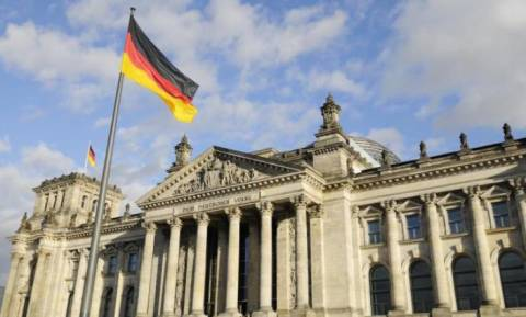 Spiegel: Το Βερολίνο εξετάζει επέμβαση στη Συρία
