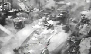 Επίθεση Παρίσι: Το σοκαριστικό βίντεο από τη στιγμή της τρομοκρατικής επίθεσης στο εστιατόριο
