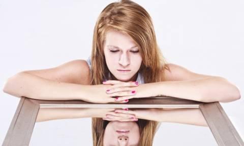 Εσείς μιλάτε στον εαυτό σας; Δείτε τι δείχνει αυτό για τον χαρακτήρα σας