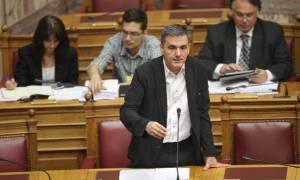 Βουλή: Άγρια κόντρα Τσακαλώτου - αντιπολίτευσης για τους πλειστηριασμούς πρώτης κατοικίας