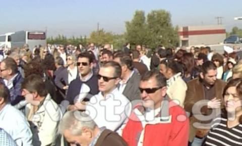 Απορριμματοφόρα έκλεισαν την εθνική οδό στο Σχηματάρι (vid)