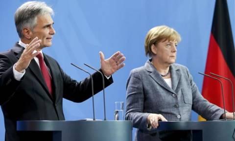Γερμανία και Αυστρία πιέζουν την Ελλάδα για τη δημιουργία των hotspots