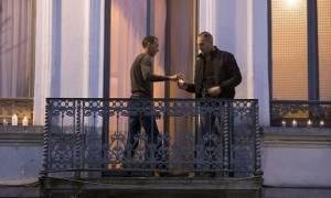 Επίθεση Γαλλία: Ο αδερφός των τρομοκρατών άναψε κεριά στη μνήμη των θυμάτων (video)