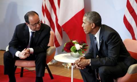 Τηλεφωνική επικοινωνία Ολάντ – Ομπάμα για τις επιθέσεις στο Παρίσι