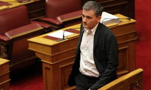 LIVE-Βουλή: Κατατέθηκε ο Προϋπολογισμός του 2016 – Συζήτηση επίκαιρων ερωτήσεων