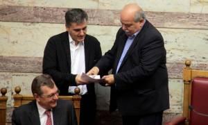 Κατάθεση προϋπολογισμού στη Βουλή και στο βάθος... φοροκαταιγίδα