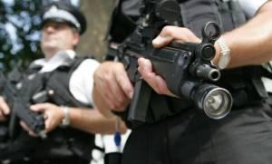 Η βρετανική αστυνομία προσφέρει ασυλία σε όσους παραδώσουν τα... παράνομα όπλα τους