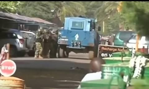 Μαλί: Η κρατική τηλεόραση μετέδωσε εικόνες δύο «δραστών» της επίθεσης στο ξενοδοχείο (vids)