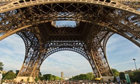 Μειώθηκαν κατά 25% οι κρατήσεις αεροπορικών εισιτηρίων για το Παρίσι