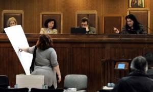 Δίκη Χ.Α.: Κατηγορούμενος απείλησε αυτόπτη μάρτυρα μέσα στη δικαστική αίθουσα