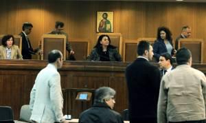 Διακοπή στη δίκη της Χ.Α. καθώς δεν μπόρεσε να συνεχίσει η μάρτυρας κατηγορίας
