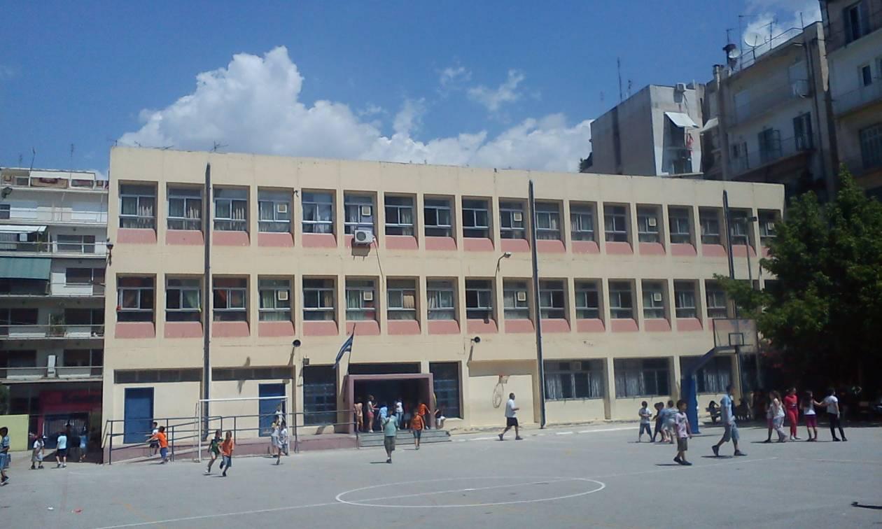 Εικοσιπέντε εκατομμύρια ευρώ στους δήμους για τις δαπάνες των σχολείων