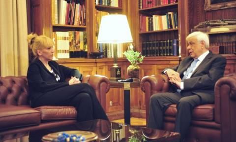 Παυλόπουλος σε Δούρου: Πρέπει να ενώσουμε τις δυνάμεις μας για να τα καταφέρουμε